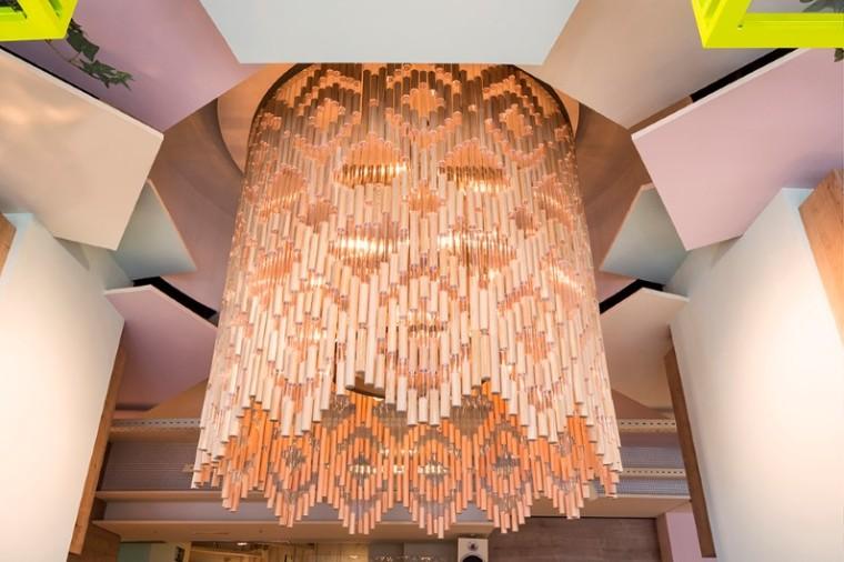 wanda-cafe-optimista-chandelier
